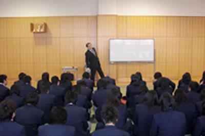 2011/2/7 久留米市内の高校にて、セミナーを行いました。